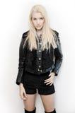 Pose de modèle de mode de jeune femme Photo libre de droits