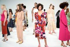Pose de modèles pendant la présentation de Tracy Reese Photos stock