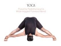 Pose de padottanasana de prasarita de yoga Photographie stock