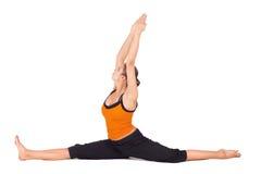 Pose de pratique de yoga de Dieu de singe de femme convenable photographie stock libre de droits