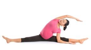 Pose de yoga de femme enceinte images libres de droits