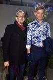 Pose del modello e dell'ospite a Nick Graham Presentation durante l'autunno degli uomini di settimana di modo di New York/inverno Immagine Stock