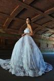 Pose di modello di Kalyn Hemphill sotto il ponte Fotografia Stock