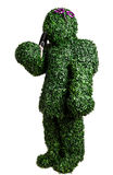 Pose do arbusto da menina com uma pá pequena do jardim isolada em um fundo branco Foto do estúdio Fotos de Stock
