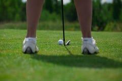 Pose do direito da bola do clube de golfe Imagens de Stock Royalty Free