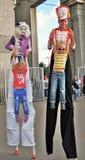 Pose dos atores da rua para fotos em Moscou imagens de stock