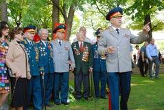 Pose dos veteranos de guerra para fotos Fotos de Stock Royalty Free
