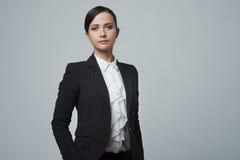 Pose forte sûre de femme d'affaires Image libre de droits