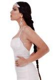 Pose latérale de mariée avec longtemps Images stock