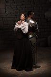 Pose médiévale de chevalier et de dame Photos libres de droits