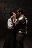 Pose médiévale de chevalier et de dame Images libres de droits