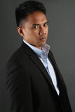Pose malaisienne d'homme d'affaires Images stock