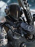 Pose marine de l'espace futuriste dans une combinaison spatiale avec l'arme Photo libre de droits
