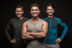 Pose masculine de trois athlètes d'amis Photographie stock libre de droits