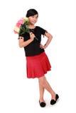 Pose mignonne de fille avec des fleurs, blanc fini intégral Photographie stock libre de droits
