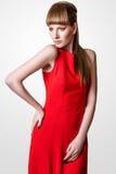 Pose modèle de belle femme dans le studio sur le fond blanc Photo libre de droits