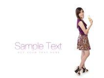 Pose modelo com champanhe, no branco com espaço do texto Imagens de Stock