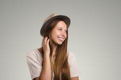 Pose occasionnelle positive de femme Portrait émotif de fille Jeune marché des changes Photo libre de droits