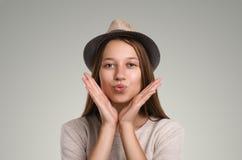 Pose occasionnelle positive de femme Portrait émotif de fille Jeune marché des changes Photos libres de droits