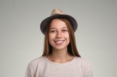 Pose occasionnelle positive de femme Portrait émotif de fille Jeune marché des changes Image libre de droits