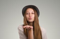 Pose occasionnelle positive de femme Portrait émotif de fille Jeune marché des changes Image stock