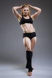 Pose sportive sexy de femme Photographie stock libre de droits