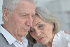 Pose supérieure triste de couples Photo stock