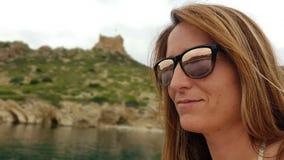 Pose sur un voilier sur l'île de Cabrera majorca images libres de droits