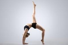 pose Um-equipada com pernas da ponte Imagem de Stock