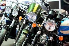POSEN - 9. APRIL: Reihe von Motorrädern auf Messe an der Autoausstellung Lizenzfreie Stockbilder