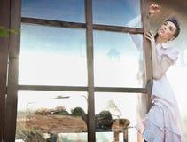 posera barn för brunett Fotografering för Bildbyråer