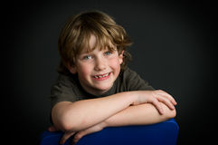 posera barn för pojke Arkivfoton