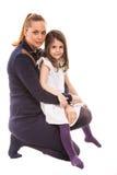 posera för dottermoder royaltyfria bilder