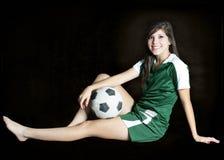 Posera för fotbollflicka Royaltyfria Bilder