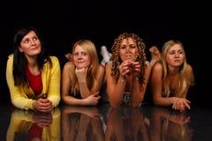 posera för fyra flickor Arkivfoto