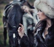 posera för hästmodeller royaltyfri bild