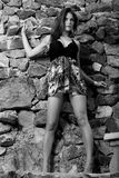 posera för kvinnligmodell som är nätt Arkivfoton