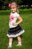 Posera för liten flicka royaltyfri foto