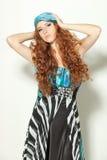 posera för modell för chiffonklänningmode Royaltyfria Foton