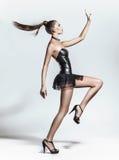 Posera för modemodell Arkivfoto