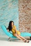 posera för modemodell Arkivbild