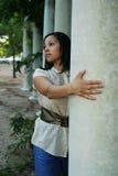posera för pelare för 13 flickamultiuses arkivbilder