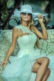 posera för skönhetblondin Royaltyfri Bild