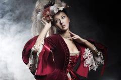 posera för skönhetinnegrej Royaltyfri Foto