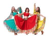 Posera för tre kvinnligt dansare som in isoleras på vit Royaltyfri Fotografi