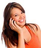 Posera flicka för celltelefon Arkivbild