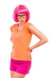 Posera flickan med rosa hår. Fotografering för Bildbyråer