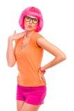 Posera flickan med rosa hår. Arkivbilder