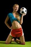 posera fotbollkvinna för boll Royaltyfria Foton