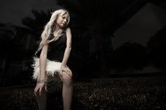 posera kvinna för natt Arkivfoton